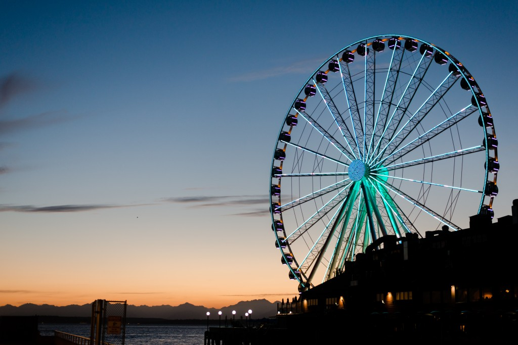 Seattle's Great Wheel at sunset.